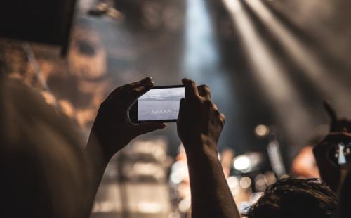 hands-holding-smartphone